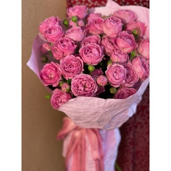 """Букет из розовых кустовых роз """"Бабл"""""""