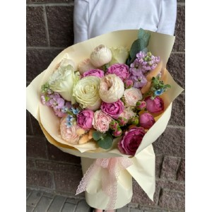 """Букет из кустовых роз """"Фрэйлина"""""""