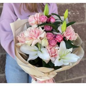 """Букет из роз и лилии """"Славный"""""""