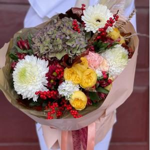 """Букет из гортензии, кустовых роз и хризантемы """"Бруно"""""""