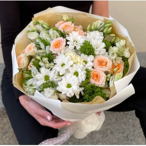 """Букет из кустовой розы, хризантем и эустом """"Луговой"""""""