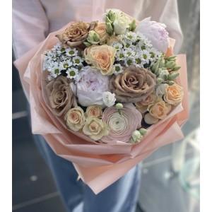 """Букет из кустовых роз, эустом и хризантем  """"Сахарный"""""""