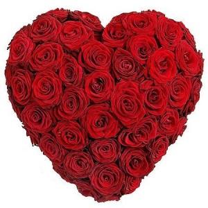 """Композиция в виде сердца из красных роз """"Страстное сердце"""""""