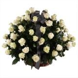 Траурная корзина из живых белых роз